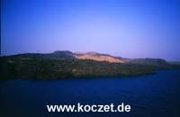 Blick auf die Kameni-Inseln
