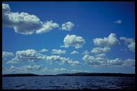 Strahlender Himmel auf dem Weg nach Bärön